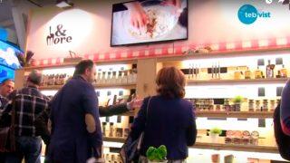 Fotografia que mostra els productes de Trade&More exposats a un estand a Fira Alimentària
