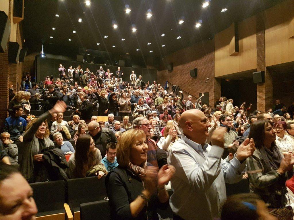 Ovació del públic de l'obra de teatre Oh-tel!