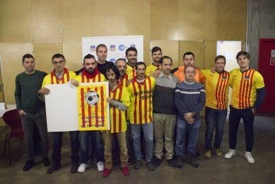 Els jugadors del Primer Equip de la UE Sant Andreu amb els jugadors de la secció Special