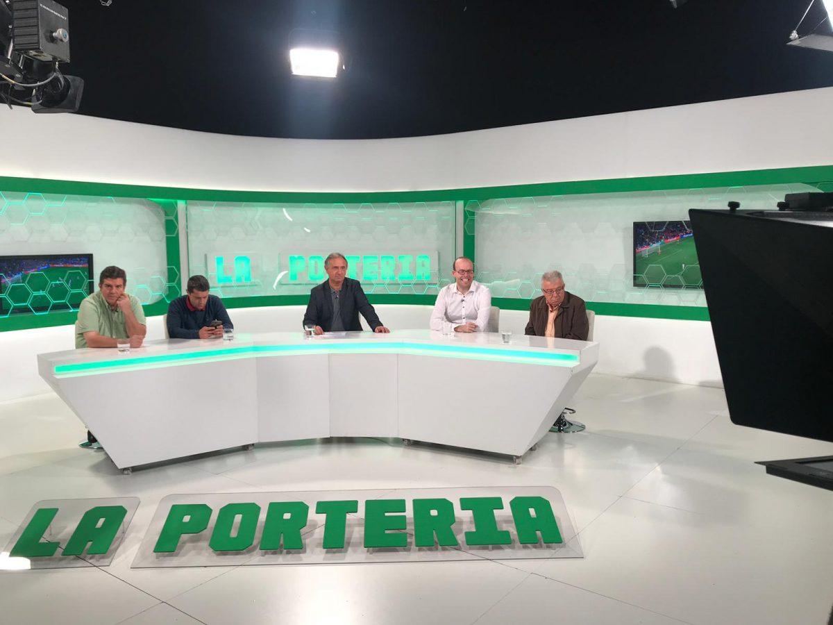 Fotografia del Plató de La Porteria amb Pitu Abril i Cristian Garcia, entre d'altres