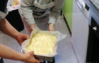 El pastís es va al forn a la Llar Castellar