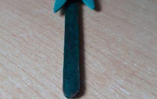 Lídia Pulido ha fet aquesta flor de Sant Jordi amb el pal del gelat