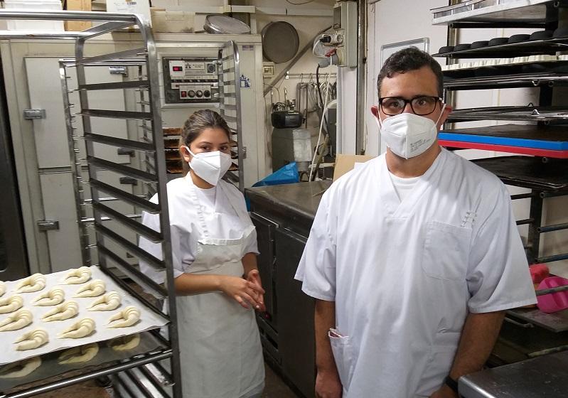 Sofía i Javier a la panaderia