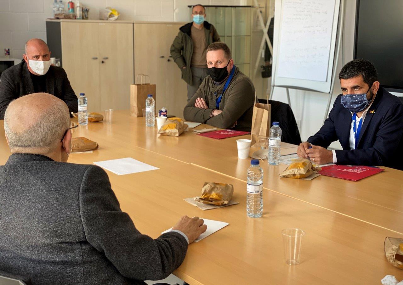 El Conseller Chakir el Homrani reunits amb l'equip el TEB